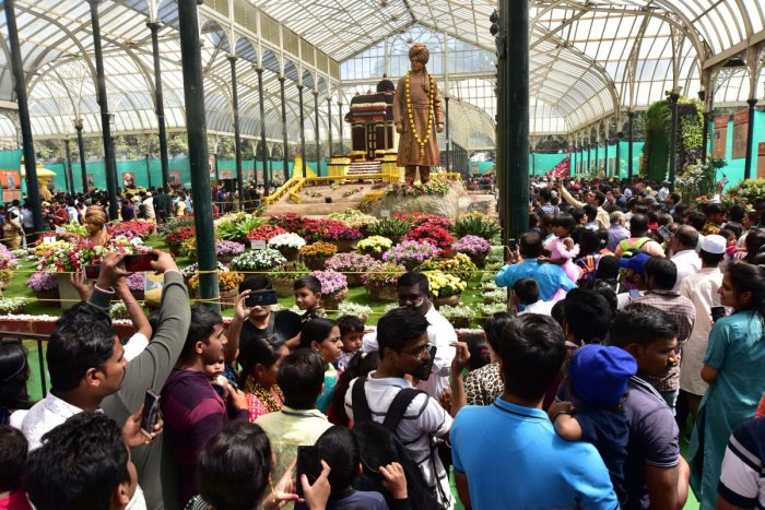 The last day of the Republic Day Flower Show at Lalbagh saw a big crowd. DH PHOTO/IRSHAD MAHAMMAD
