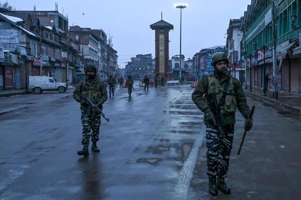 ecurity personnel patrol in Lal Chowk area during the Republic Day parade happening at Sher-i-Kashmir cricket Stadium in Srinagar on January 26, 2020. (AFP Photo)