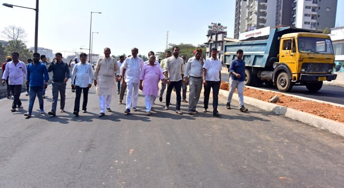 A fact-finding committee comprising of senior Congress leaders inspect the flyover at Pumpwell.