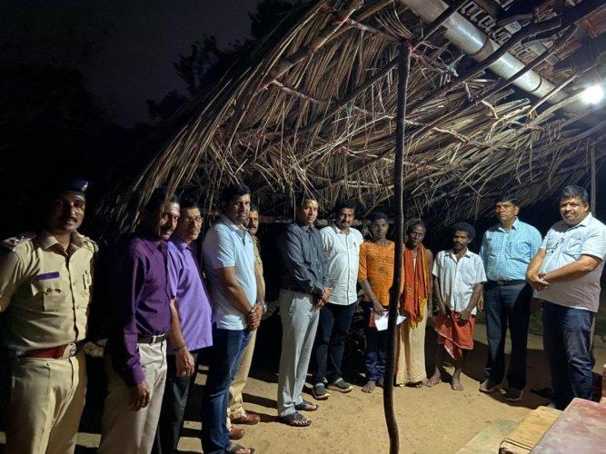Udupi Superintendent of Police Vishnuvardhan visited a student's house in Karkala Assembly constituency.