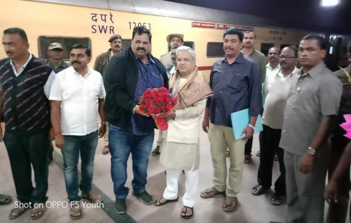 Kadur MLA Belli Prakash welcomed Govind Karjol, the deputy chief minister, who is also the minister for PWD and Social Welfare, when he arrived at Birur Railway Station on Tuesday.