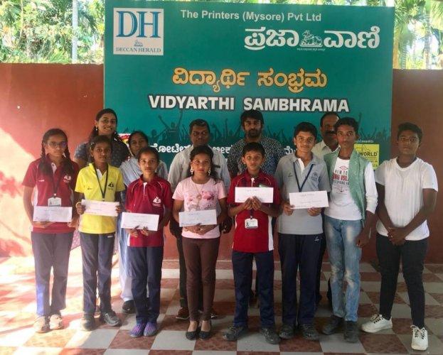 Winners in various competitions held as part of Deccan Herald-Prajavani Vidyarthi Sambhrama at Purna Chethana Public School in Mysuru on Wednesday. dh photo