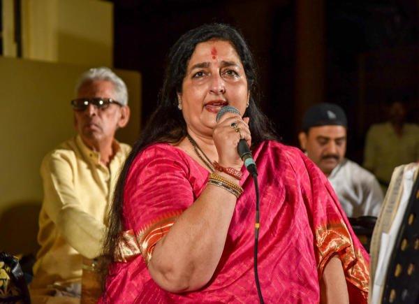 Anuradha Paudwal singing at an event. (DH Photo)