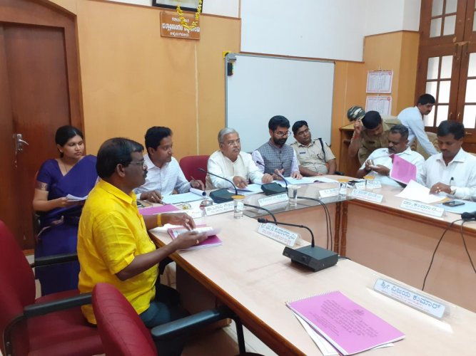 Minister Govind M Karjol chairs a meeting at the DC's office in Chikkamagaluru. District in-charge minister C T Ravi was present. DH Photo
