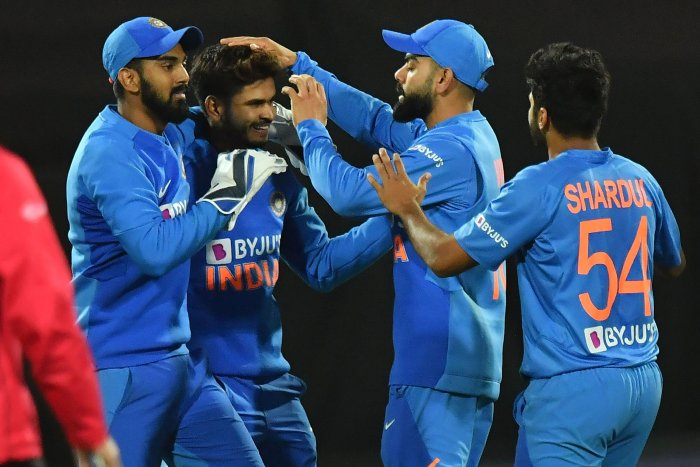 India's Shreyas Iyer (centre L) celebrates catching New Zealand's Ross Taylor with teammates during the fourth Twenty20 international cricket match between New Zealand and India at Sky Stadium in Wellington. (AFP Photo)