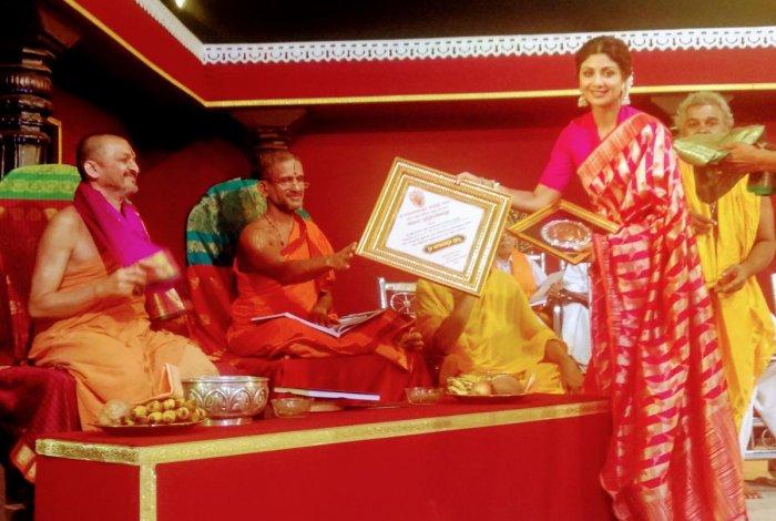 Bollywood actor Shilpa Shetty was felicitated at the stage programme of the ongoing Brahmakalashotsava at Sri Durgaparameshwari Temple in Kateel.