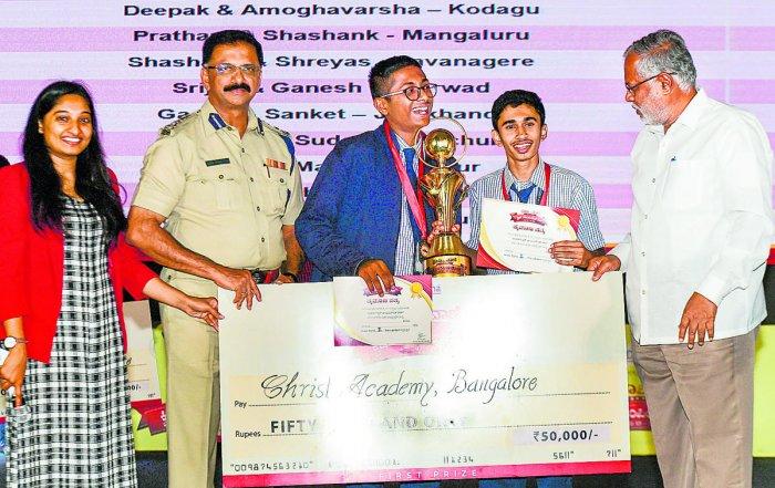 Minister S Suresh Kumar and Joint Commissioner of Police (Traffic) Dr B R Ravikanthe Gowda present awards to contest winners Aditya Rao and Aditya Acharya on Thursday. DH PHOTO/KRISHNAKUMAR P S