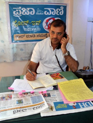 Horticulture Department deputy director A B Sanjay speaks during a phone-in programme organised by Prajavani at DH-PV office in Chikkamagaluru on Friday. DH photo