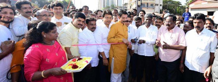 District In-charge Minister Kota Srinivas Poojary, accompanied by DKMPNalin Kumar Kateel, symbolically inaugurated the Pumpwell flyover at Mahaveer Circle in Mangaluru on Friday.