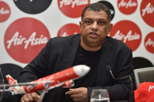 In this file photo taken on March 12, 2015, AirAsia Group CEO Tony Fernandes speaks at a press conference in Sydney. (AFP Photo)