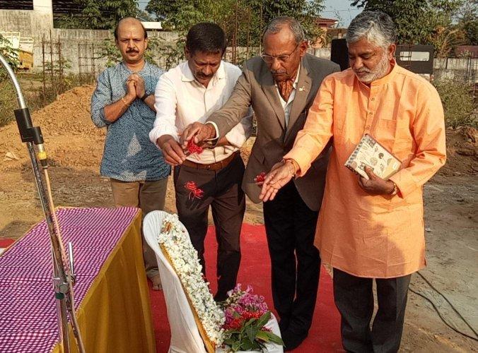 Rangayana Director Addanda Cariappa and Colonel (retd) Kandrathanda Subbaiah inaugurated an awareness meet in Ammatti near Virajpet recently.