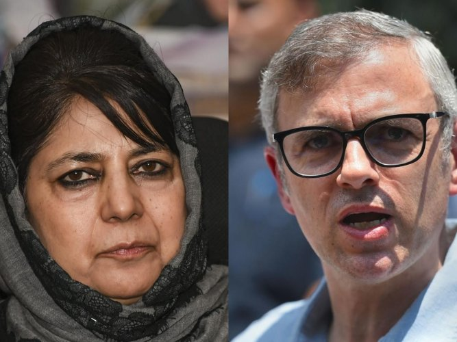 Former Jammu and Kashmir chief ministers Mehbooba Mufti and Omar Abdullah. (AFP/PTI Photo)