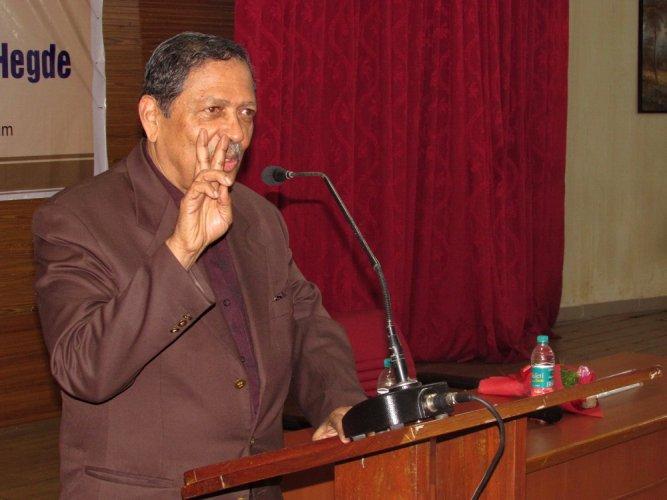 Former Lokayukta Justice N Santosh Hegde. (DH Photo)