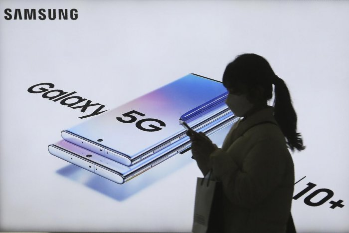 A woman passes by an advertisement of Samsung Electronics' Galaxy 5G Note10+ smartphone at a subway station in Seoul, South Korea (Credit: AP)