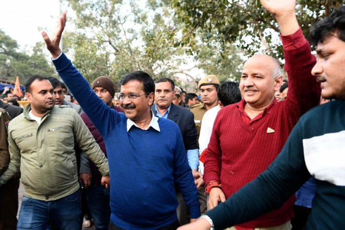 Aam Aadmi Party (AAP) chief Arvind Kejriwal (C) waves after paying his respect at the Hanuman Temple in New Delhi on February 11, 2020. (AFP Photo)