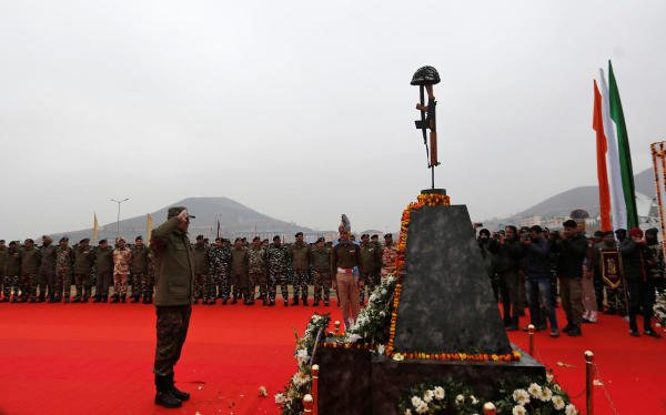 Indian Central Reserve Police Force (CRPF) personnel pay homage to their colleagues killed in a suicide bomb attack last year, in Lethpora in south Kashmir's Pulwama district February 14, 2020. (Reuters Photo)