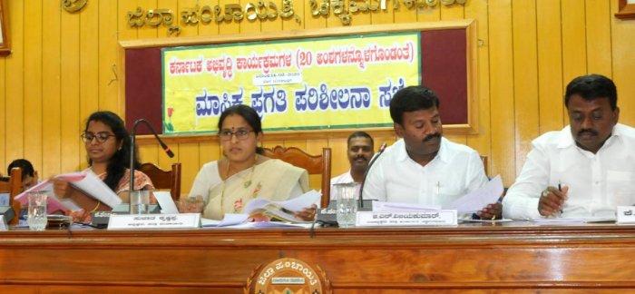 Zilla Panchayat President Sujatha Krishnappa speaks at ZP meeting in Chikkamagaluru. DH Photo