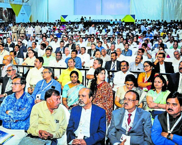 A section of participants at Invest Karnataka-Hubballi conference on Friday. (DH Photo)