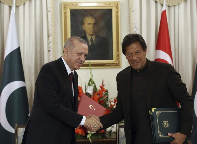 Turkey's President Recep Tayyip Erdogan, left, and Pakistan Prime Minister Imran Khan shake hands after signing of several agreements, in Islamabad, Pakistan