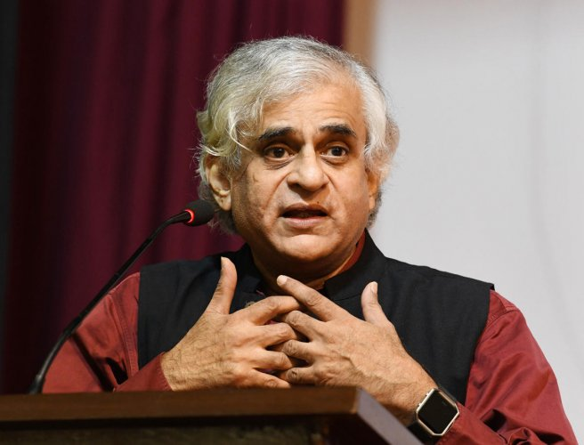 Founder-Editor of People's Archive of Rural India (PARI) P Sainath delivers the endowment lecture on 'Indian Democracy in Post Liberalisation and in Post Truth Era' at 'Media Manthan 2020' organised at LCRI hall in St Aloysius College in Mangaluru on Friday.