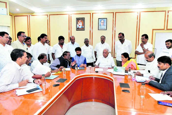 A delegation, led by MP Shobha Karanadlaje and MLA Raghupathi Bhat, met Chief Minister B S Yediyurappa in Bengaluru.
