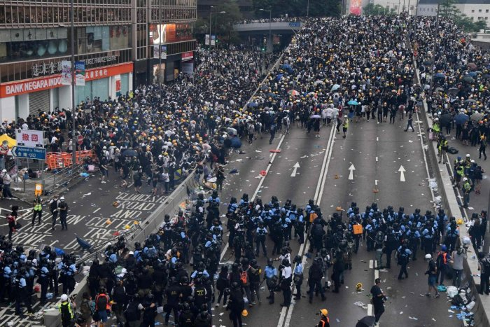 Violent clashes broke out in Hong Kong on June 12 as police tried to stop protesters storming the city's parliament, while tens of thousands of people blocked key arteries. (AFP Photo)