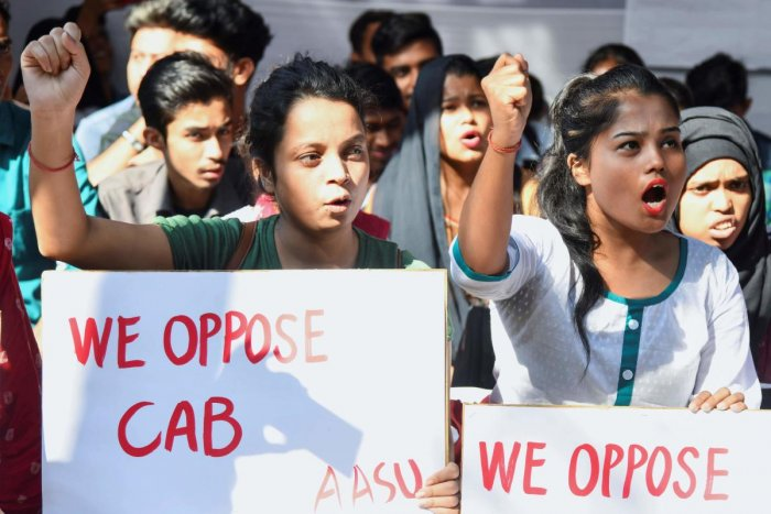 Activists of All Assam Students Union (AASU) shout slogans during a demonstration against the government's Citizenship Amendment Bill, in Guwahati on November 4, 2019. (Photo by AFP)