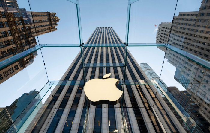 Apple modified its app store to remove apps that listed locations for drunken driving checkpoints not previously published by law enforcement officials. (AFP Photo)