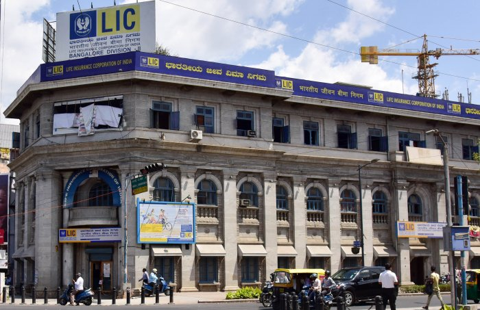 The budget also proposed to sell the remaining stake of the government in IDBI Bank to private, retail and institutional investors through the stock exchange. (Credit: DH Photo)