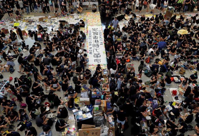 Anti-extradition bill demonstrators attend a protest at the arrival hall of Hong Kong Airport (Reuters photo)