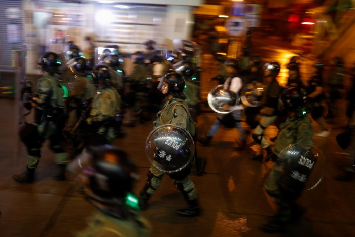 Police advance during clashes with anti-extradition bill protesters in Hong Kong, China August 25, 2019. Picture taken August 25, 2019. Picture taken with long shutter speed. REUTERS/Thomas Peter