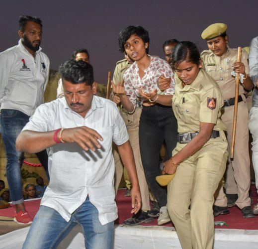 Police officers yank activist Amulya Leona Noronha off the stage at an anti-CAA event on Thursday. DH photo/Anup Ragh T