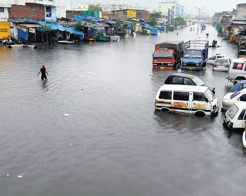 Rain paralyses Gujarat, water levels rise in rivers