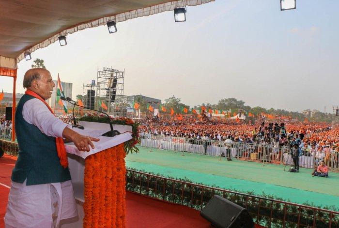Mangaluru: Union Defence Minister Rajnath Singh addresses during a pro-CAA rally, in Mangaluru, Monday, Jan. 27, 2020. (PTI Photo)(PTI1_27_2020_000181B)