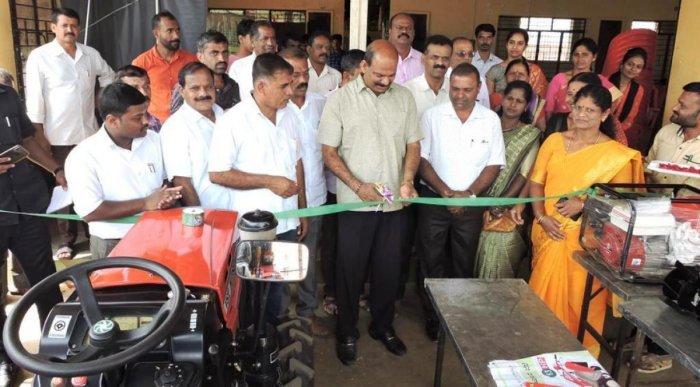Legislator T D Rajegowda inaugurates an exhibition of agricultural machinery during Samagra Krishi Abhiyaana in Balehonnur, Chikkamagaluru taluk. DH Photo