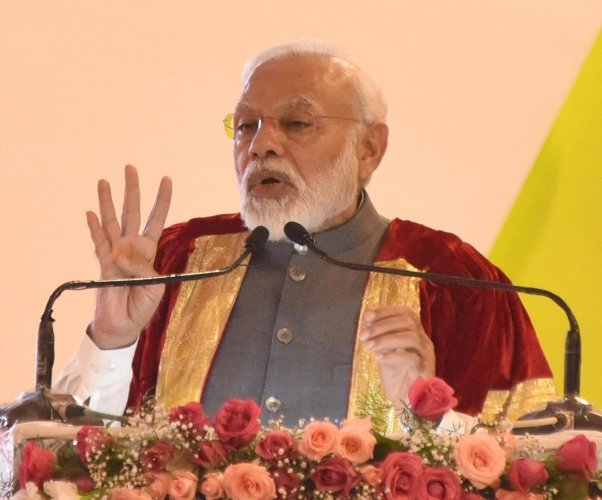 Narendra Modi, Prime Minister delivering inaugural speech at 107 India Science Congress inauguration programme organised by University of Agriculture Science at GKVK in Bengaluru on Friday. (DH Photo)