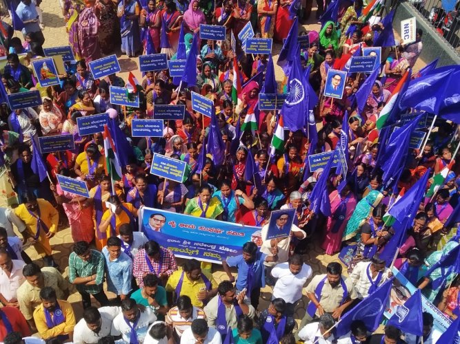 Members of Dalit organisations and BJP workers took out a rally in Hubballi on Thursday. (DH Photo)