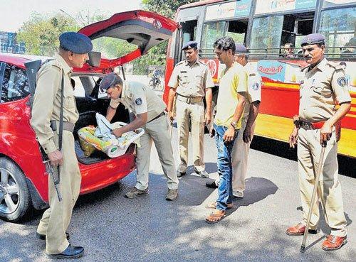 High alert in metros after Pak terrorists sneak into Gujarat