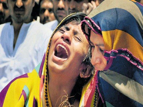 Meek response to Patels' bandh call in Gujarat