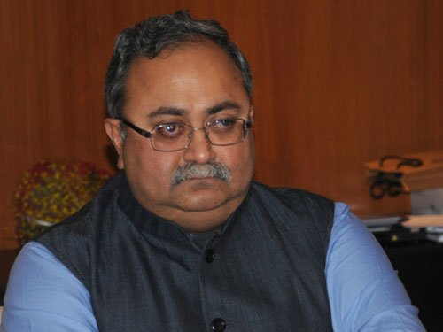 Gujarat minister defends Modi in gas exploration row