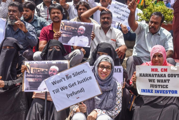 Victims of the IMA scam protest outside the Town Hall in Bengaluru on Saturday. DH PHOTO/S K DINESH
