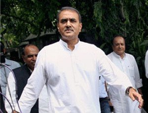 NCP decides to go it alone in Gujarat polls