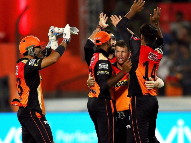 Sunrisers elect to field, Gujarat Lions make two changes