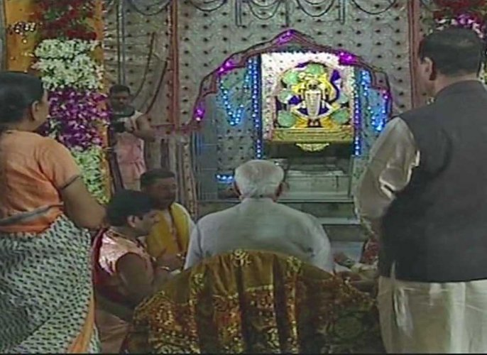 Modi in Gujarat on two-day tour, visits Dwarkadhish temple