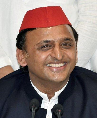 Akhilesh to counter Yogi in Gujarat