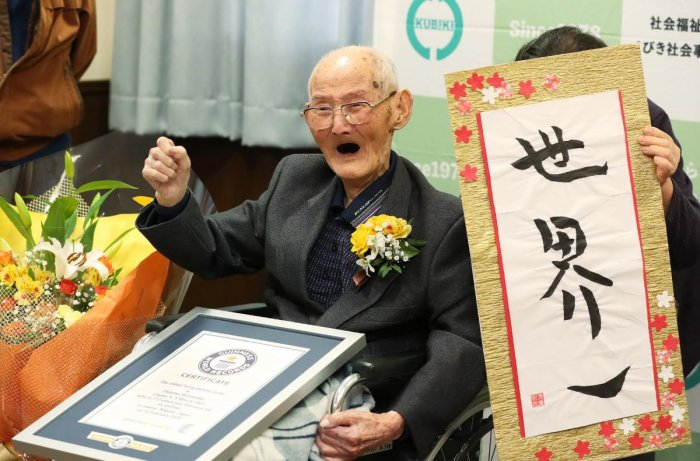 Chitetsu Watanabe poses next to calligraphy reading in Japanese 'World Number One' after he was awarded as the world's oldest living male in Joetsu. (AFP file photo)