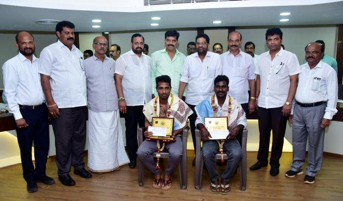 Kambala jockeys Srinivas Gowda and Bajagoli Nishanth Shetty were felicitated at SCDCC Bank in Mangaluru on Tuesday. DH photo