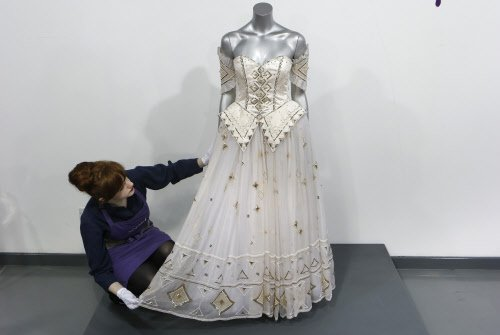 Princess Diana's gown sells for USD 140,000 at auction