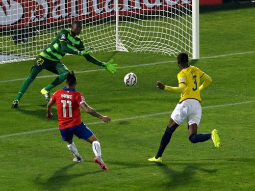 Chile off to winning start