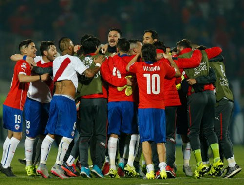 Vargas double lifts Chile into Copa America final
